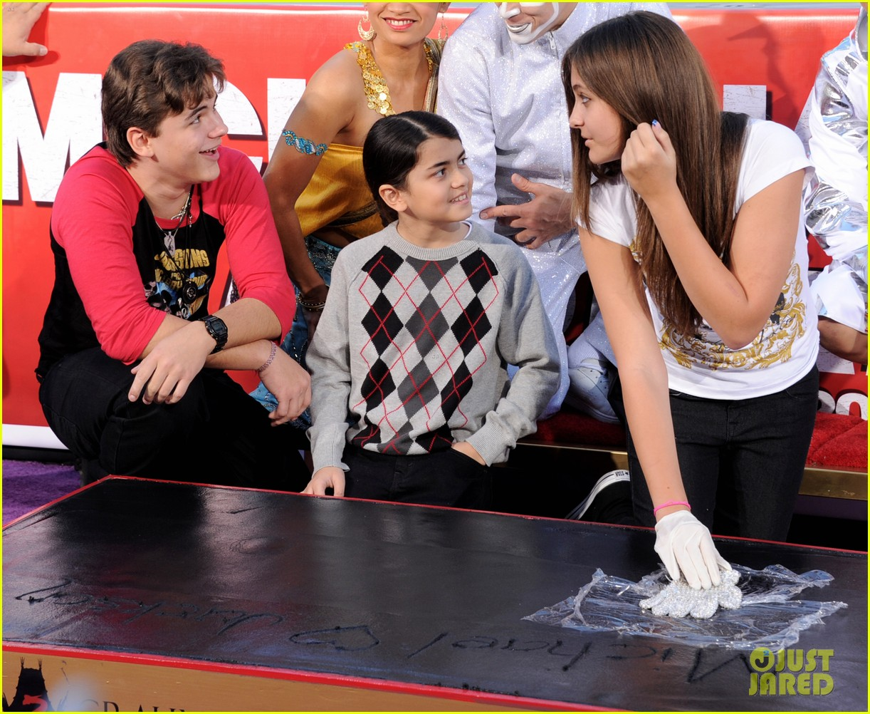 michael jackson blanket paris handprint ceremony justin bieber 022622263