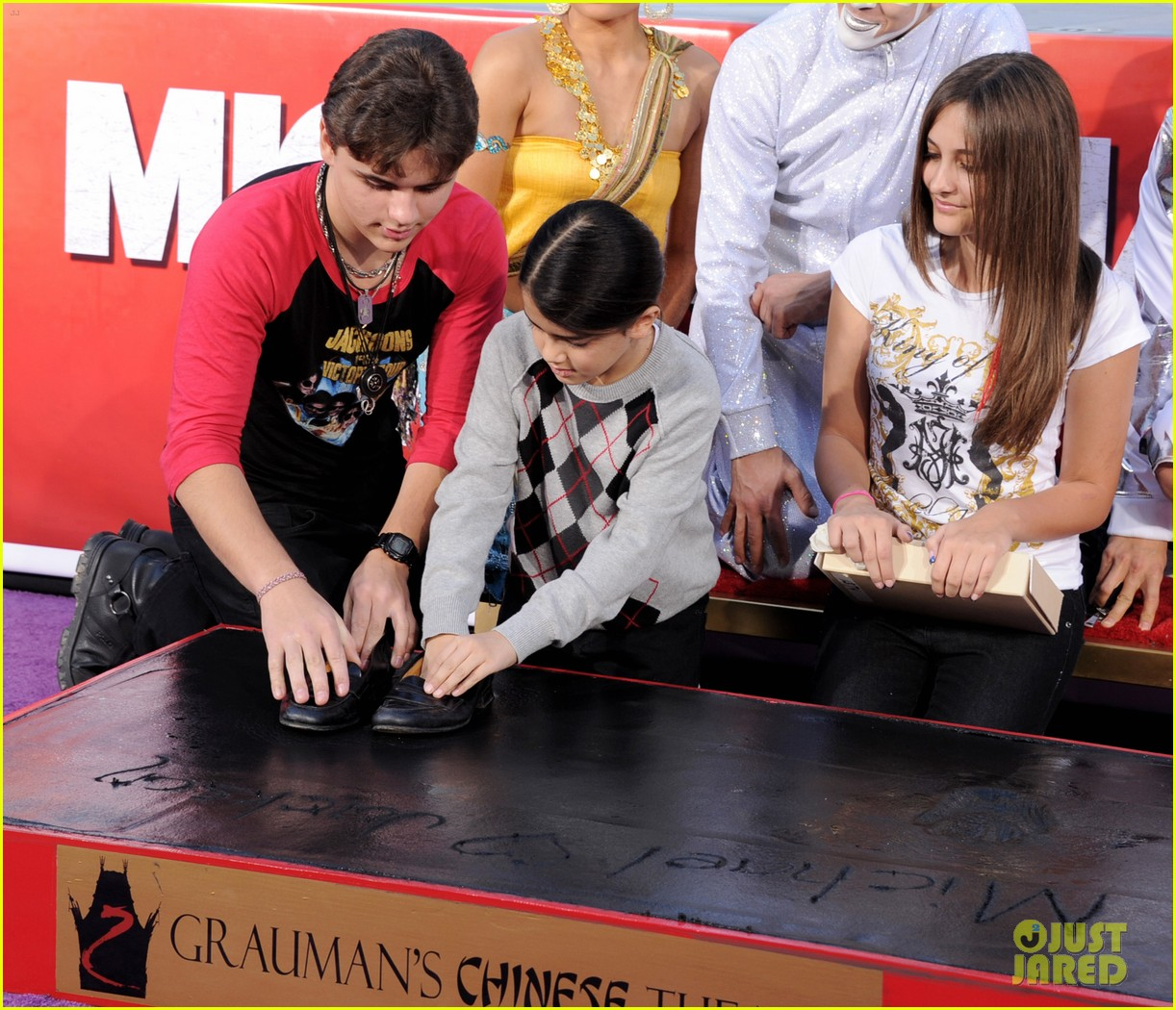 michael jackson blanket paris handprint ceremony justin bieber 05