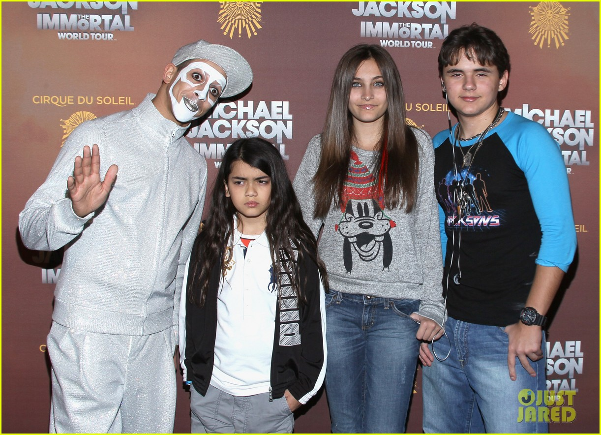 paris prince blanket jackson immortals tour 01