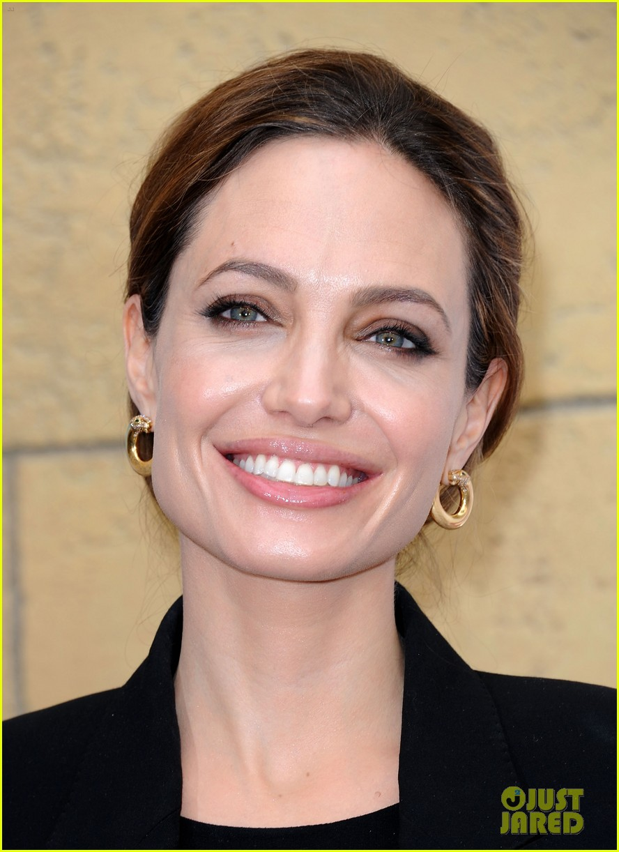 angelina jolie foreign language film golden globes 092617709