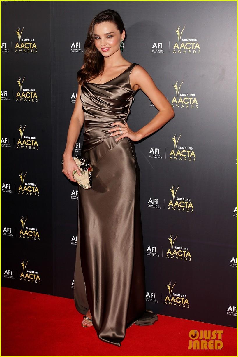 miranda kerr cate blanchett 2012 aacta awards 082624162