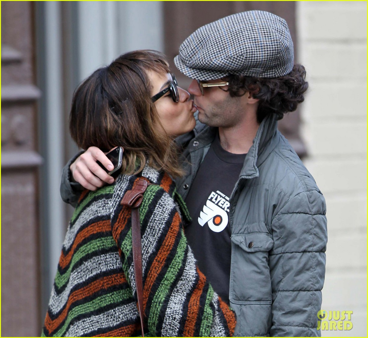 zoe kravitz penn badgley kiss kiss 042615973