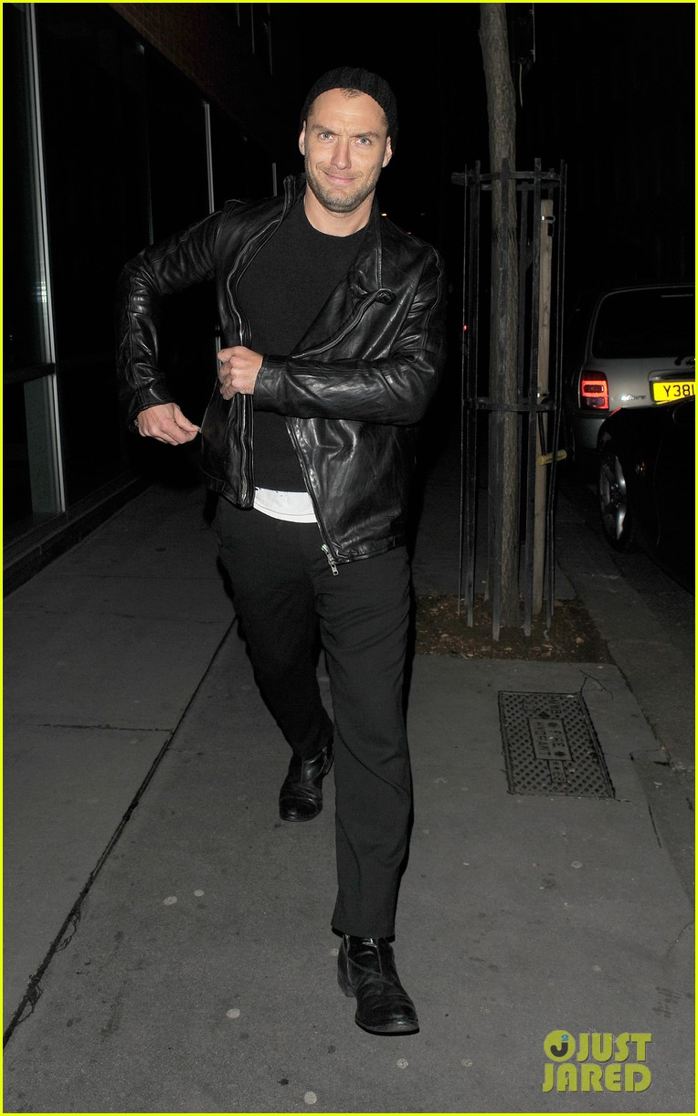 jude law late night soho stroll 102622429