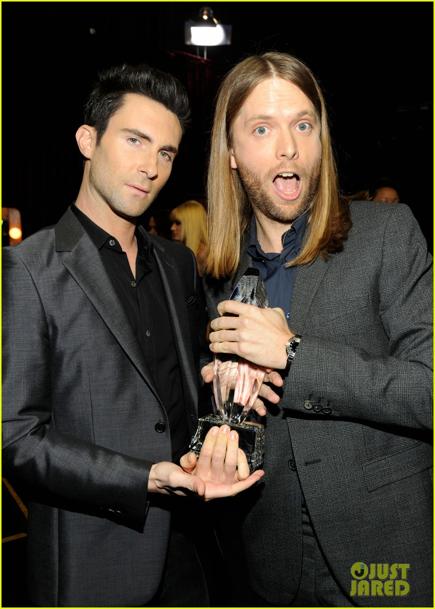 adam levine zachary levi peoples choice 2012 03