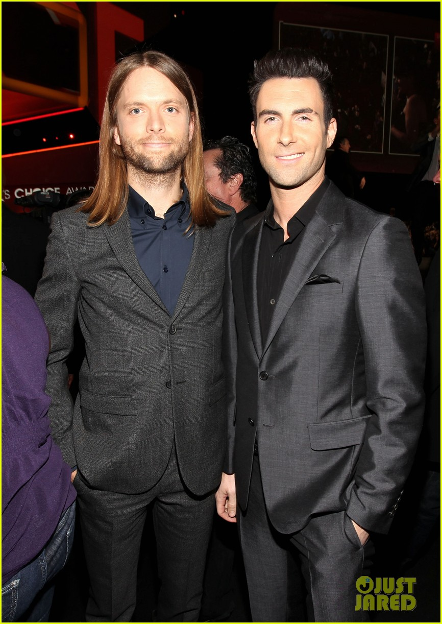 adam levine zachary levi peoples choice 2012 14