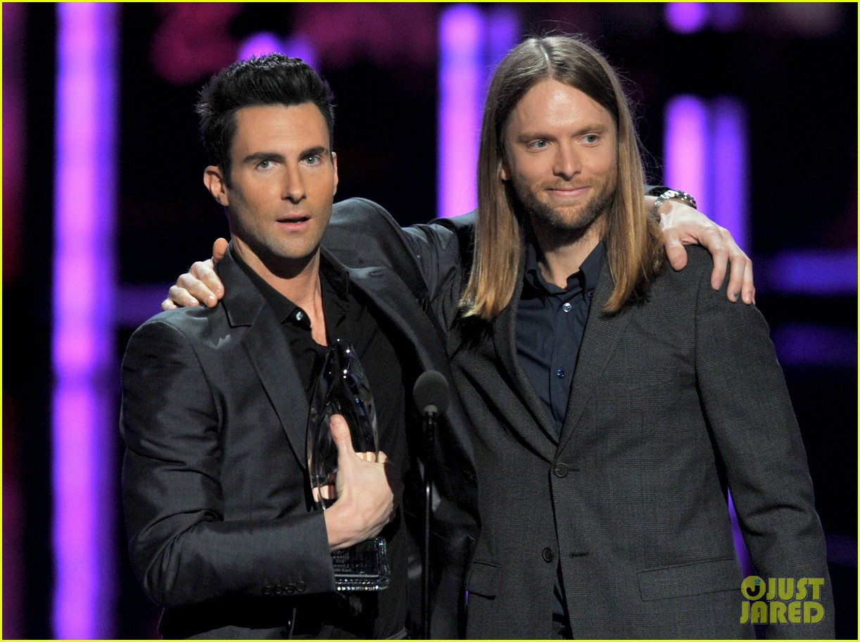 adam levine zachary levi peoples choice 2012 19