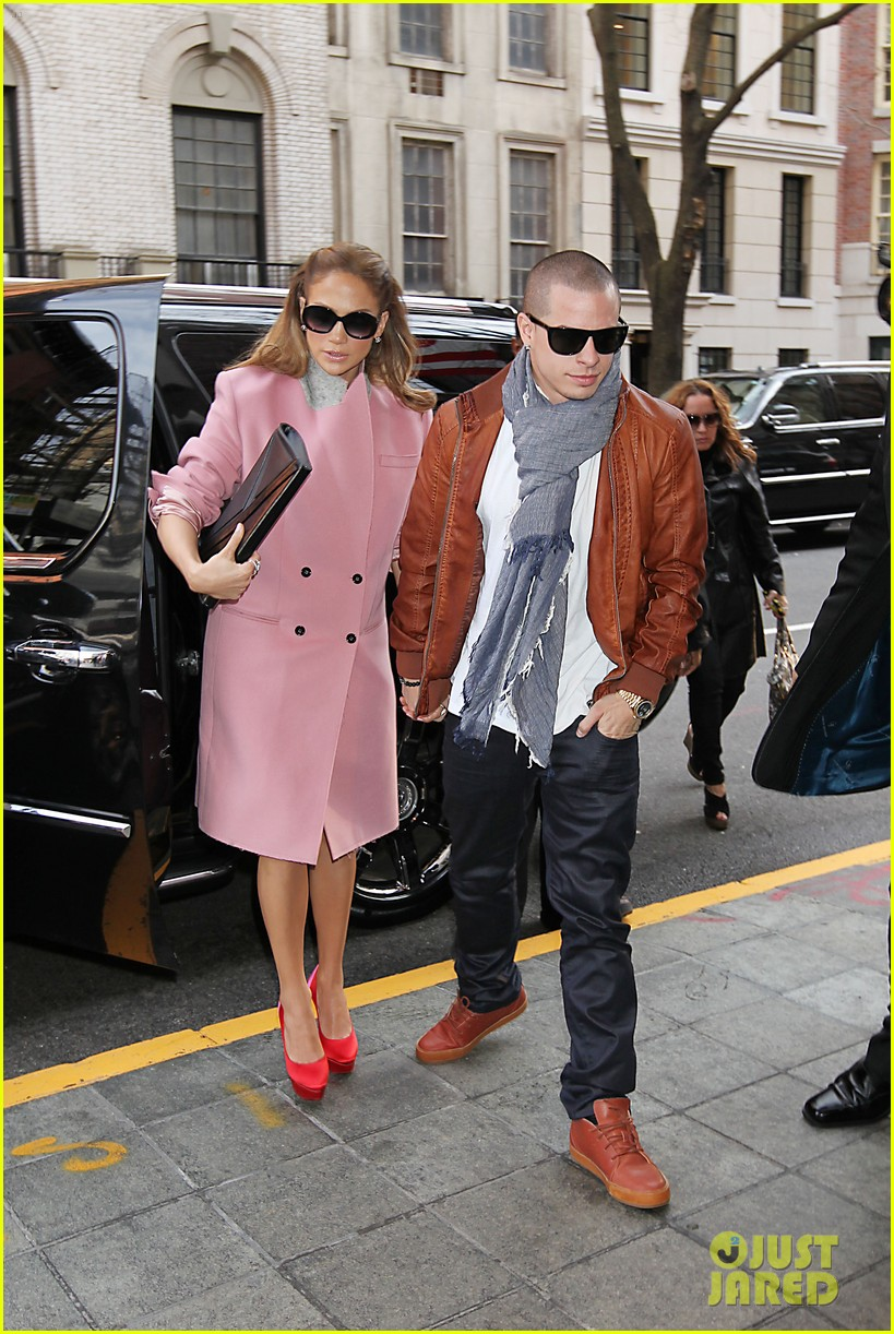jennifer lopez pink coat casper smart 032624215