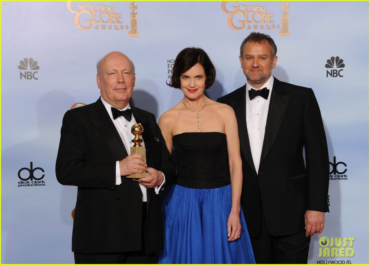 elizabeth mcgovern golden globes 2012 red carpet 032618631