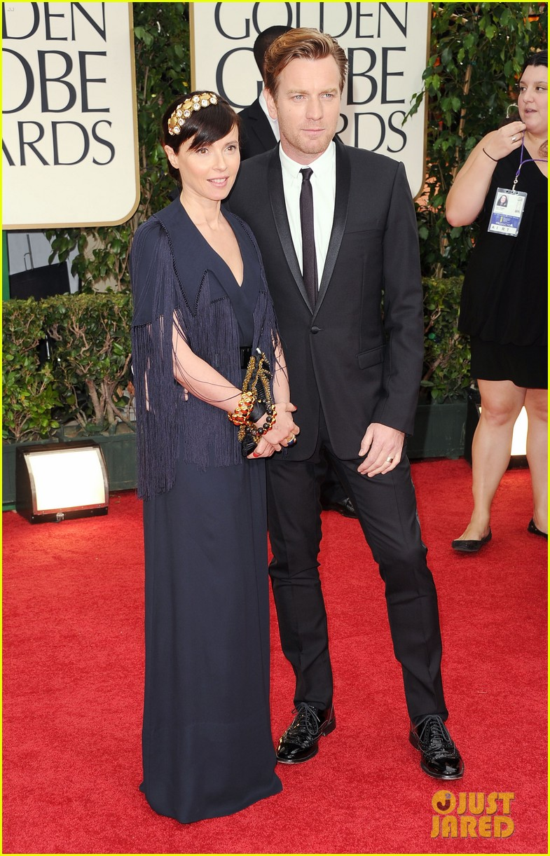 ewan mcgregor 2012 golden globes red carpet 012618426