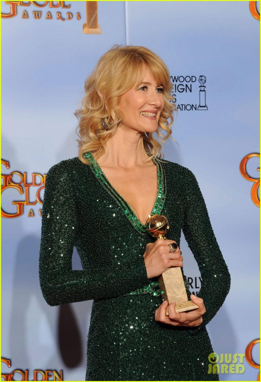 julianne moore laura dern golden globes 102618608