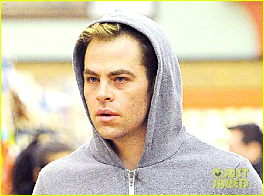 chris pine grocery store toiletries 03