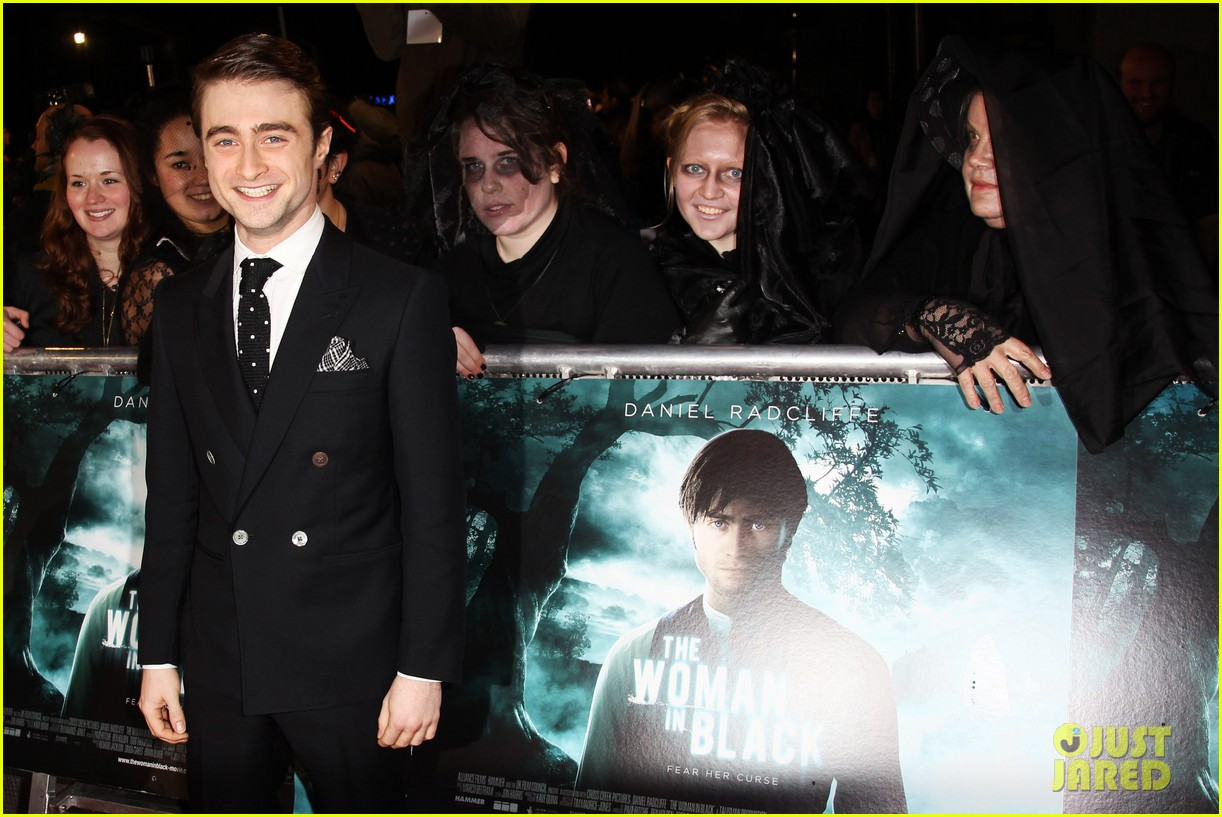 daniel radcliffe woman in black premiere 03