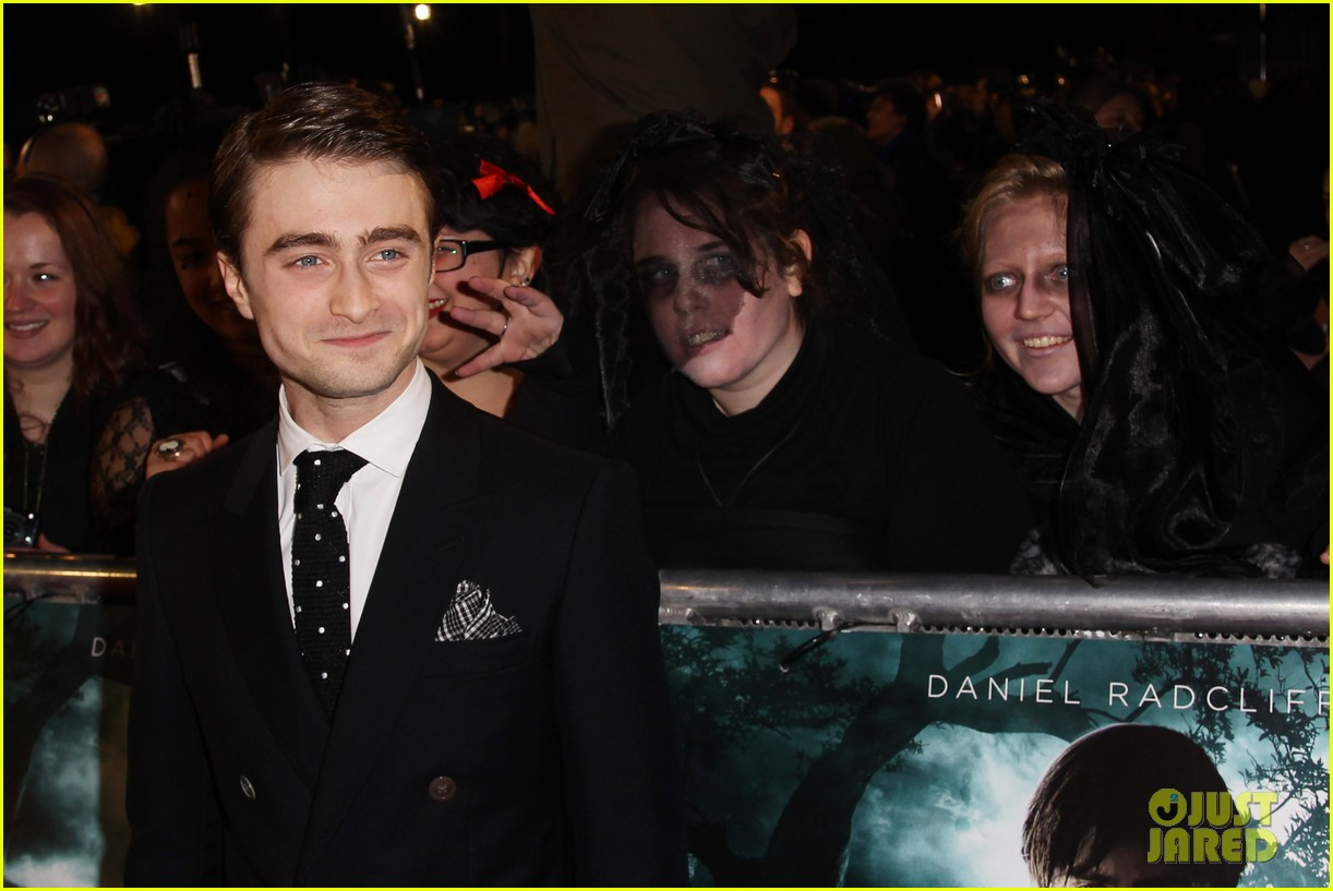 daniel radcliffe woman in black premiere 102621572