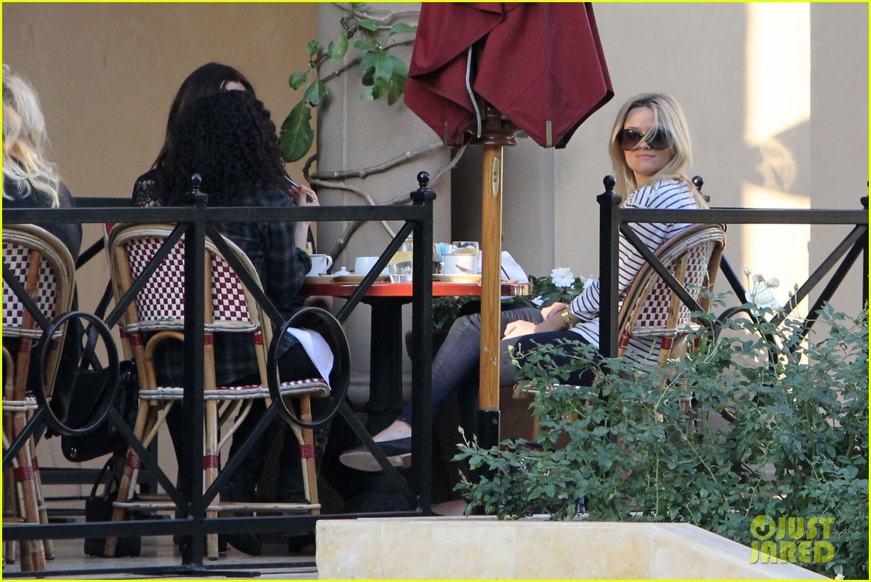 reese witherspoon lunch friends 022615559