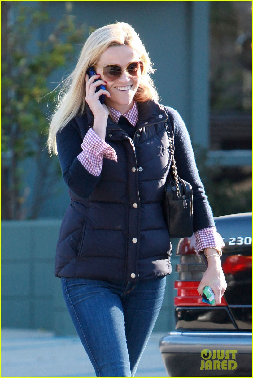 reese witherspoon phone call 022619367