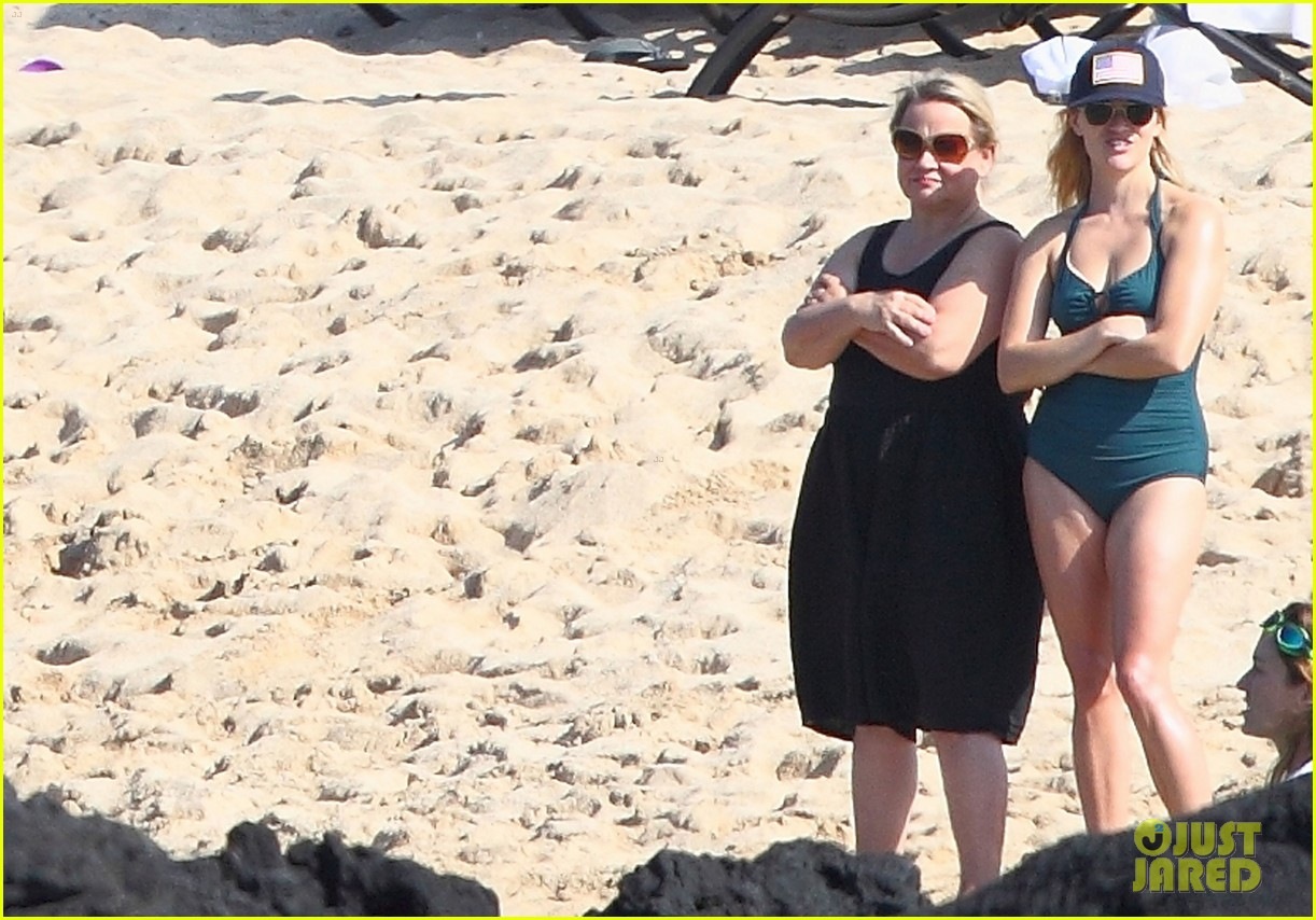 reese witherspoon swimsuit hawaii 05