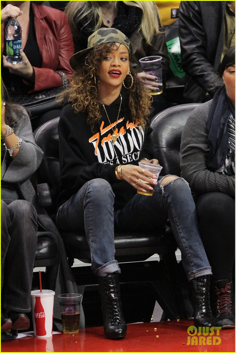 rihanna clippers game 02