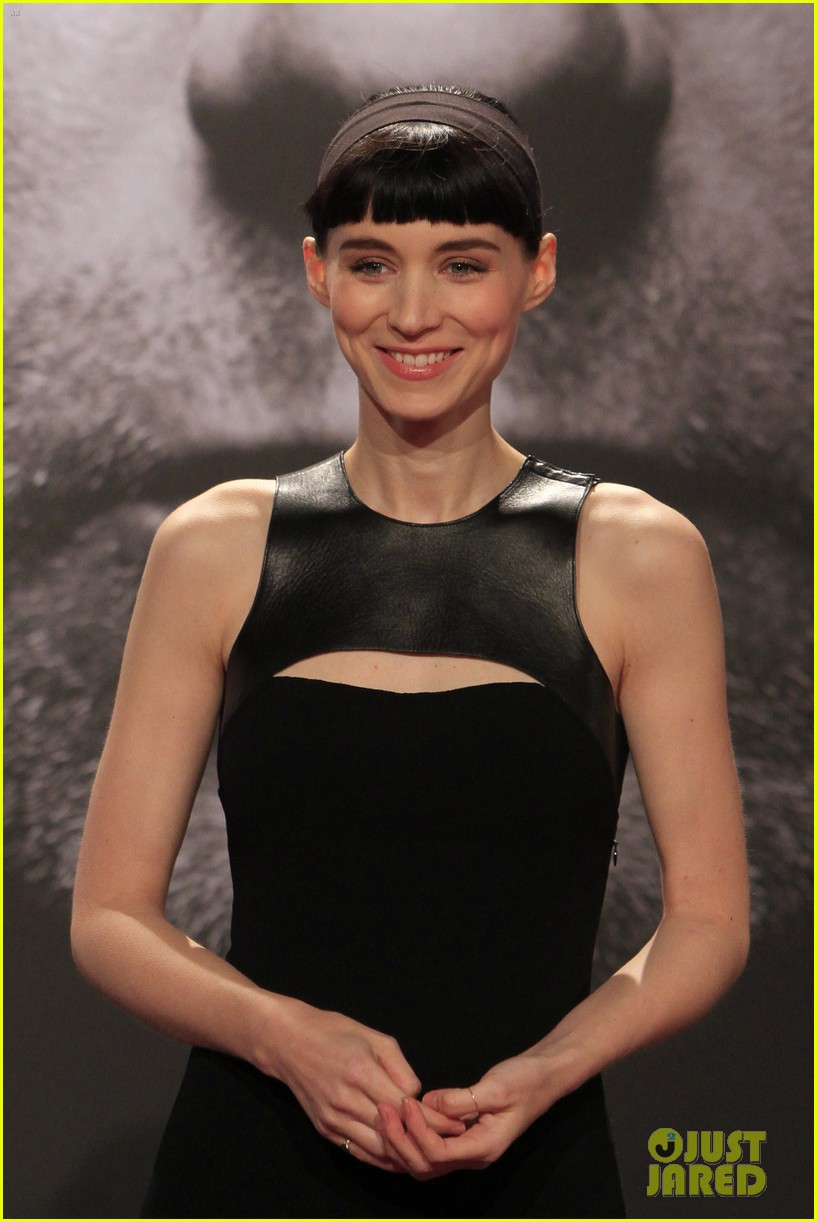 daniel craig rooney mara dragton germany premiere 01