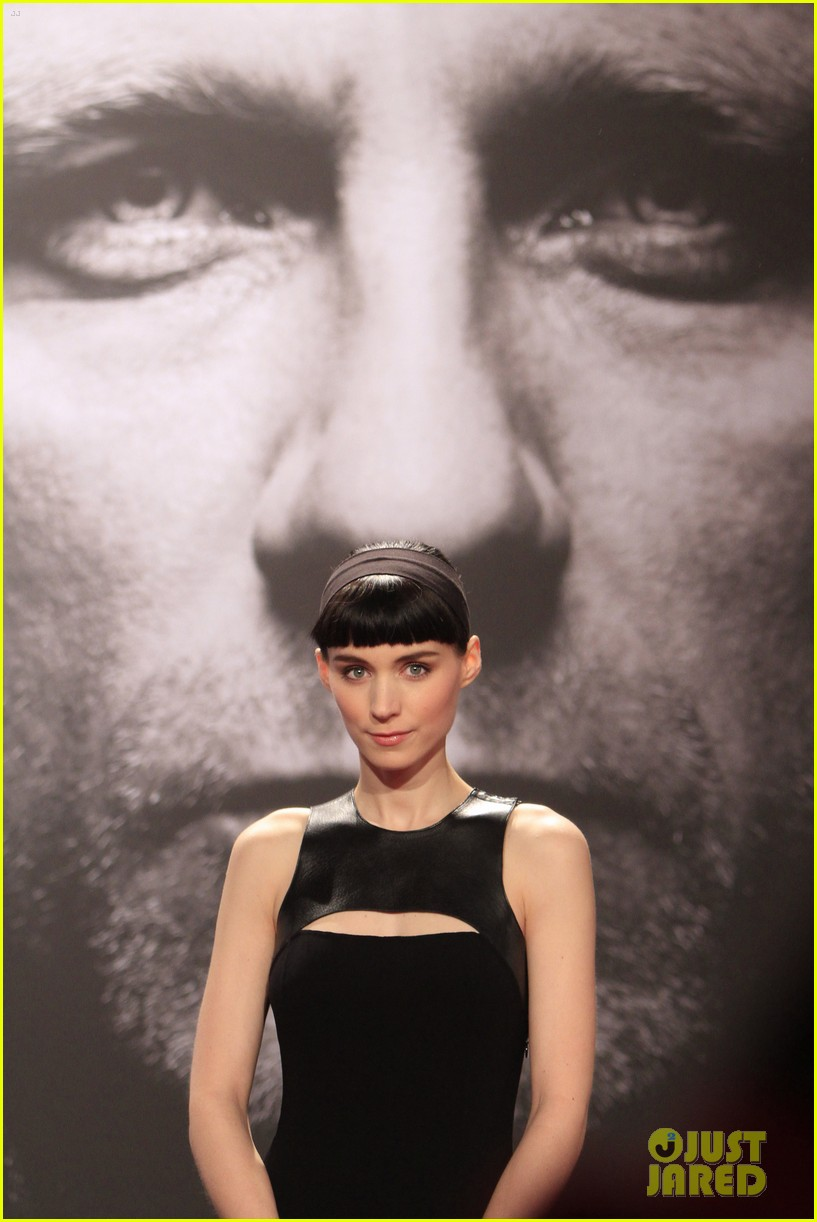 daniel craig rooney mara dragton germany premiere 03