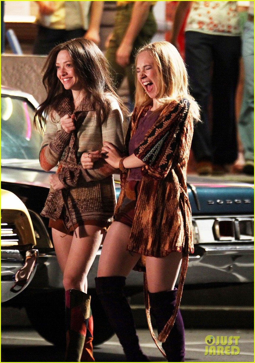 amanda seyfried lovelace set with juno temple 102622119