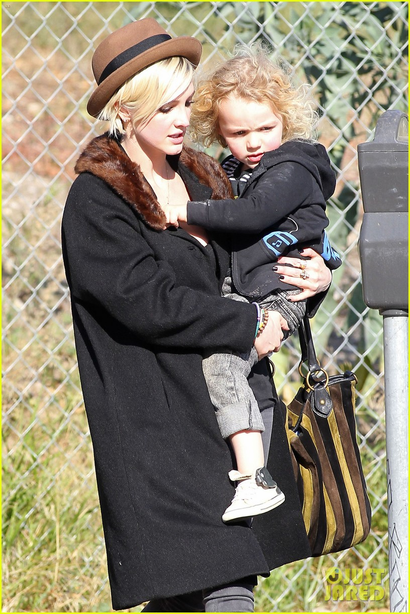 ashlee simpson vincent piazza park playtime with bronx 07