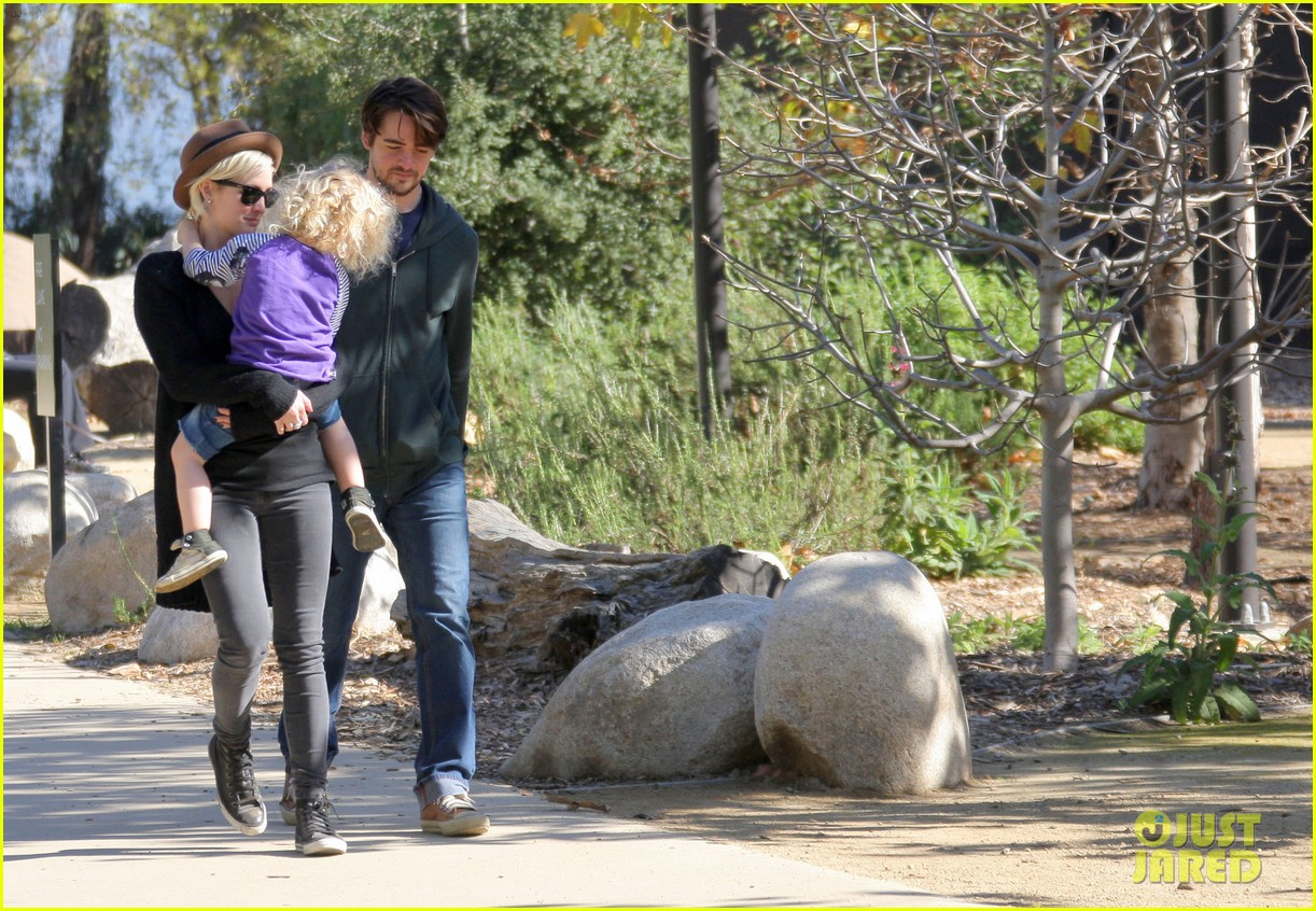 ashlee simpson vincent piazza park playtime with bronx 12