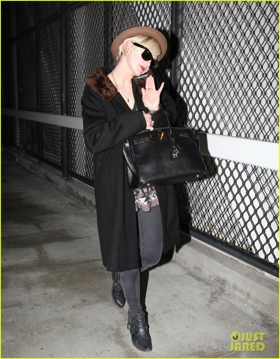 jessica simpson lax arrival with ashlee 062619008