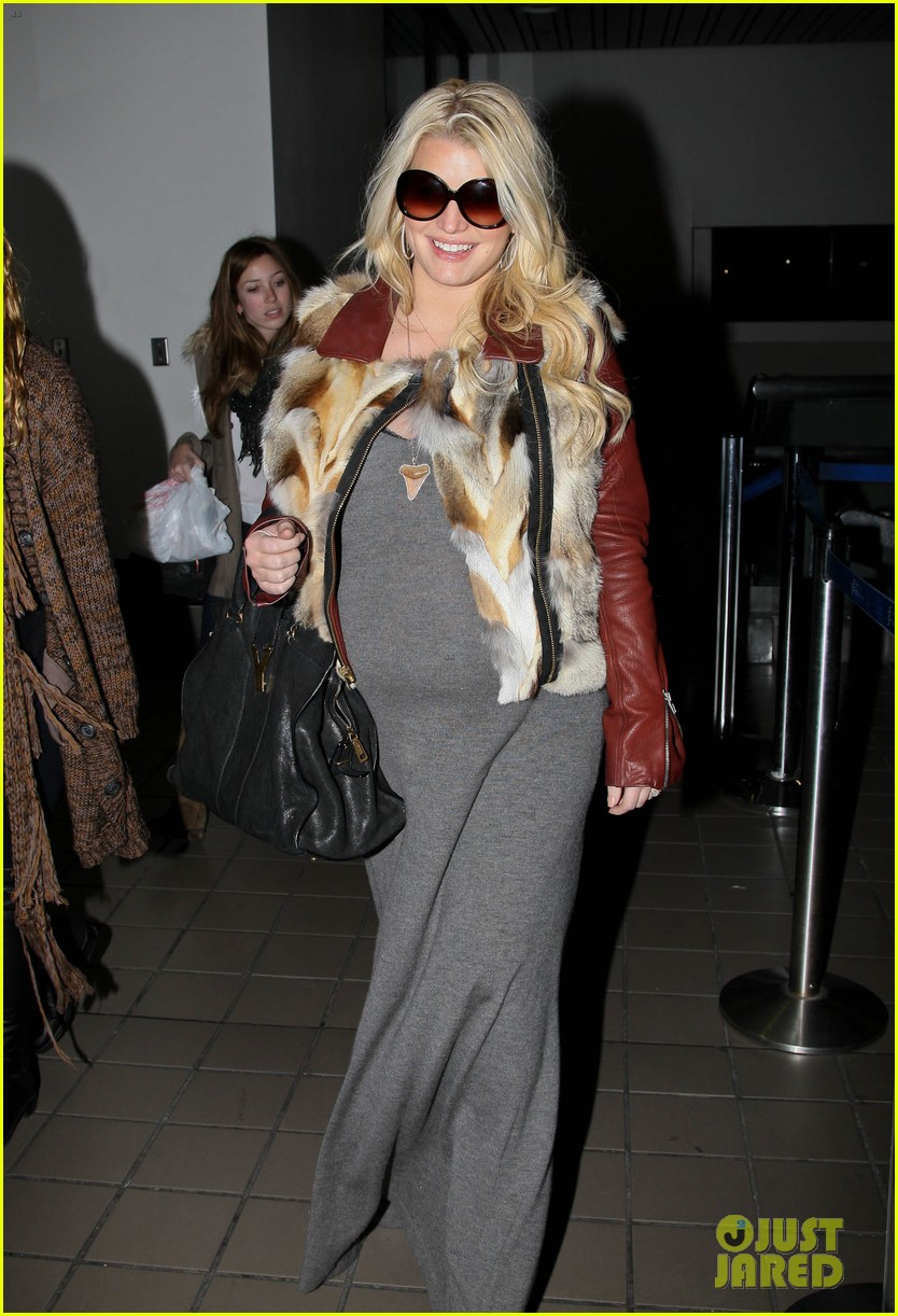 jessica simpson lax arrival with ashlee 172619019