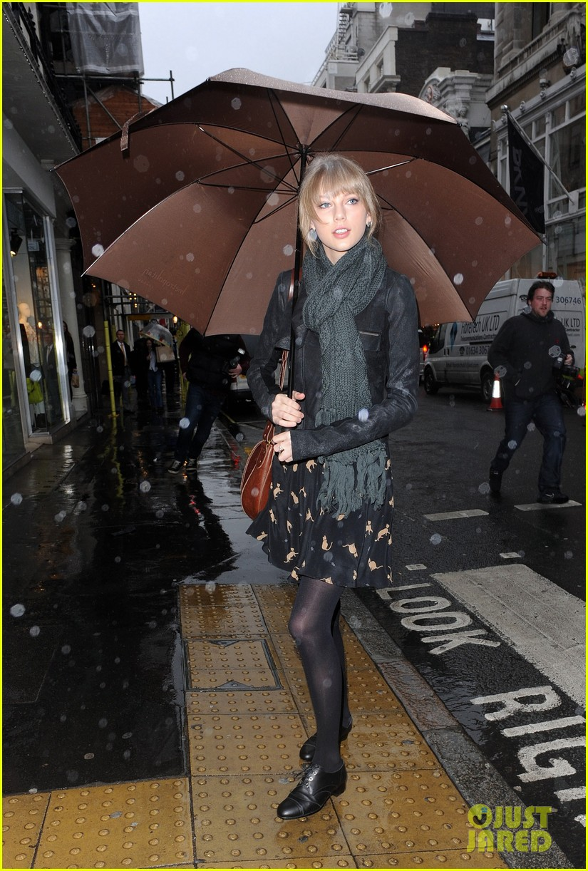 taylor swift umbrella london 062621541