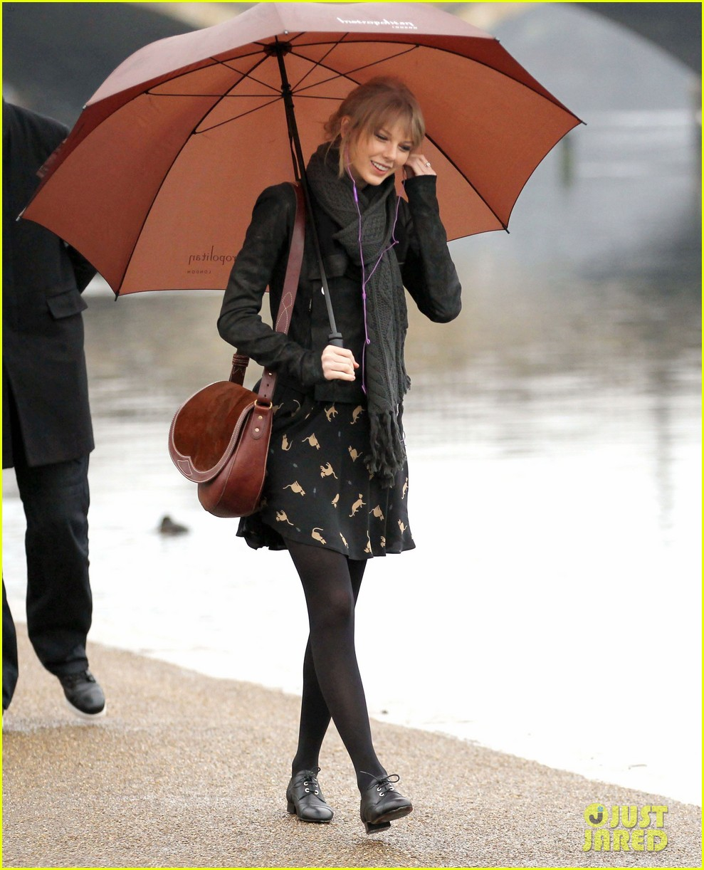 taylor swift umbrella london 072621542