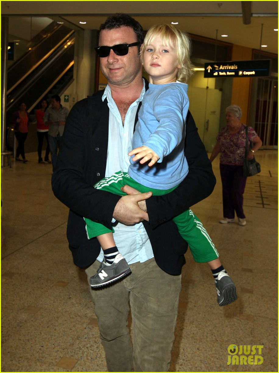 naomi watts liev schreiber sydney arrival with the boys 032621762