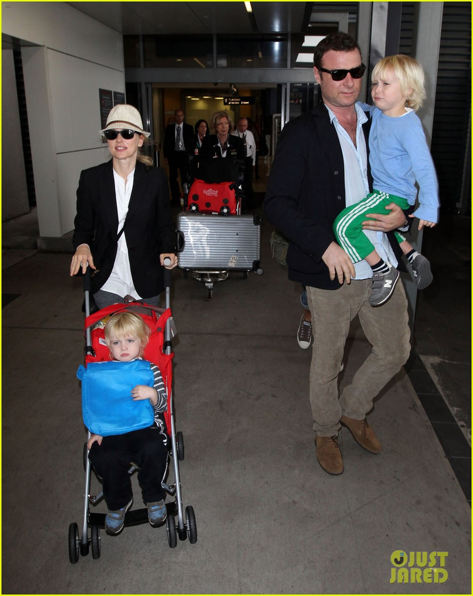 naomi watts liev schreiber sydney arrival with the boys 092621768