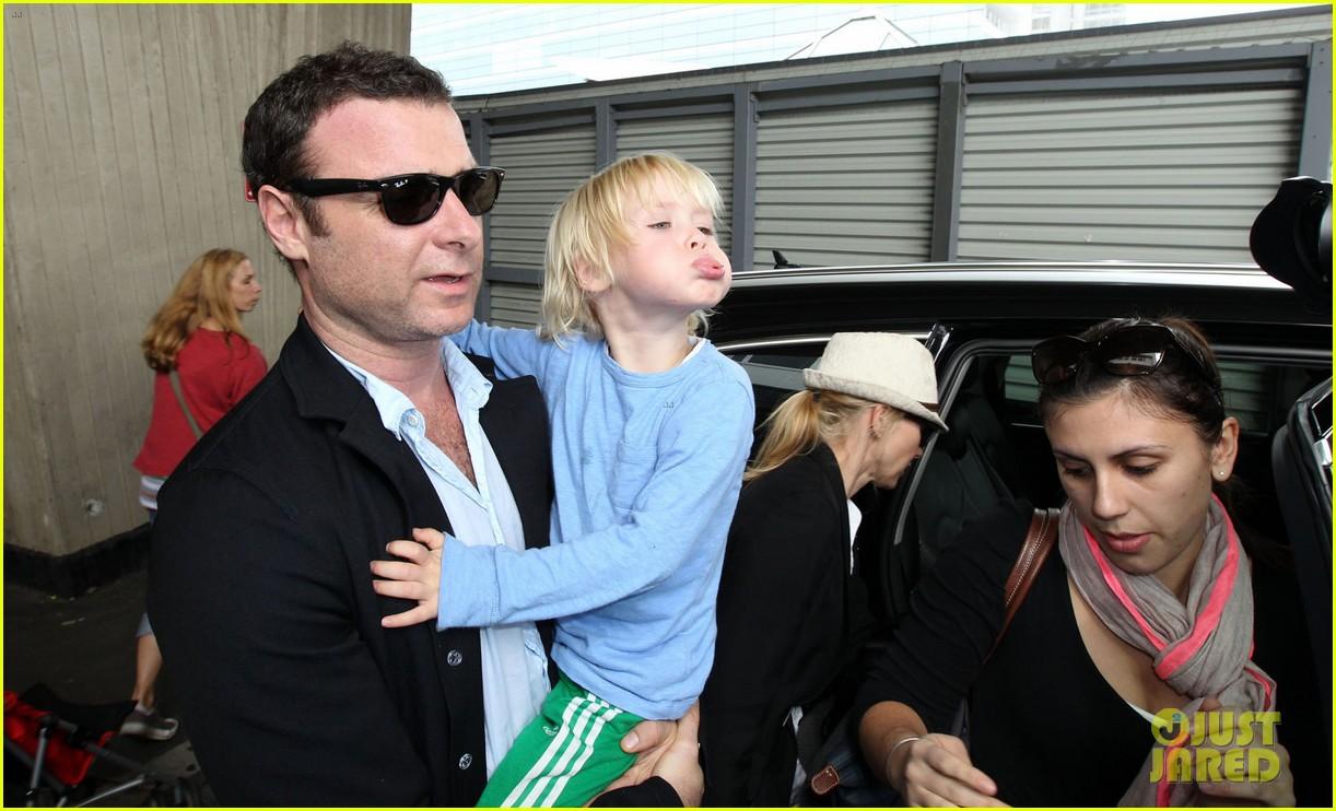 naomi watts liev schreiber sydney arrival with the boys 112621770