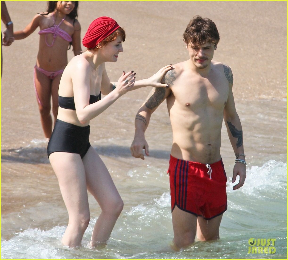 florence welch hits the beach with new boyfriend 032620111