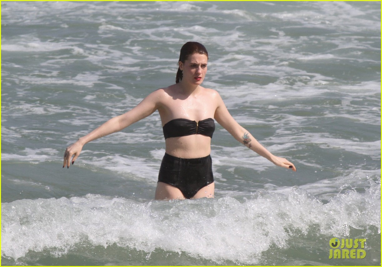 florence welch hits the beach with new boyfriend 092620117