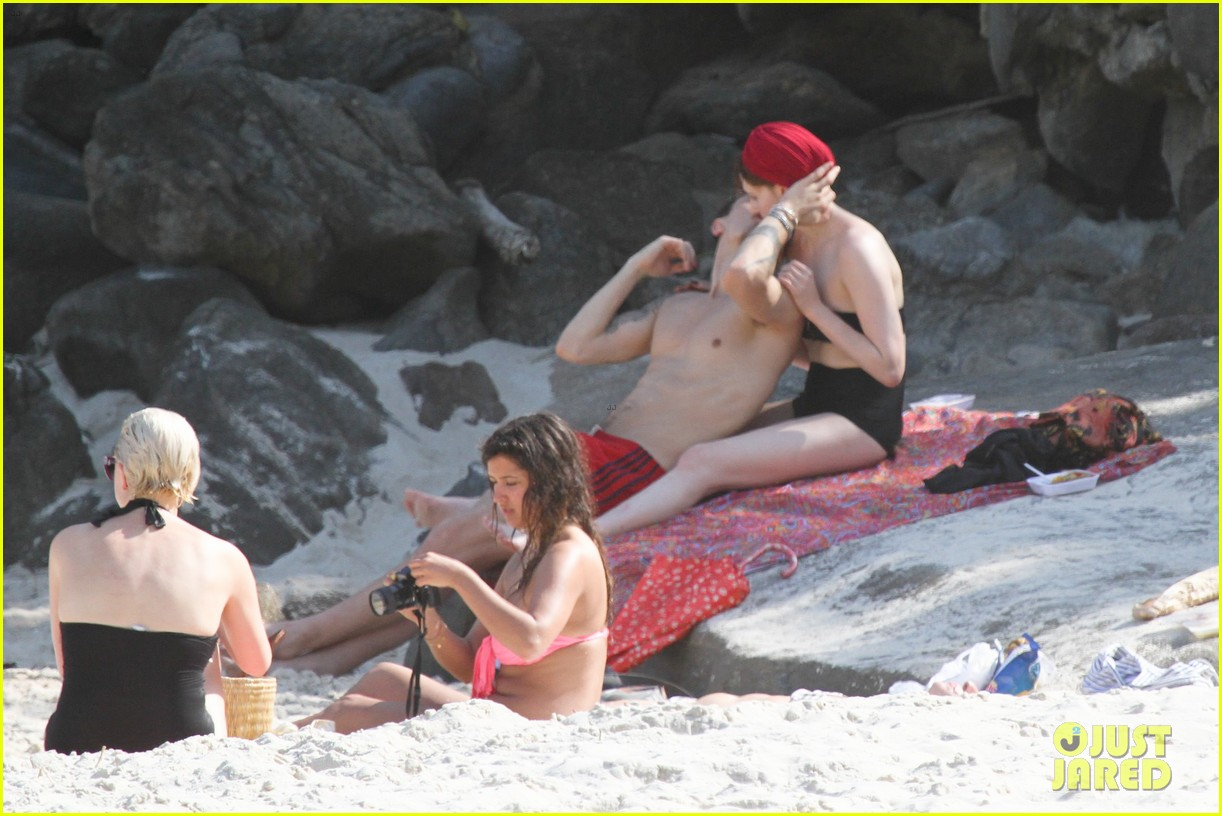 florence welch hits the beach with new boyfriend 212620129