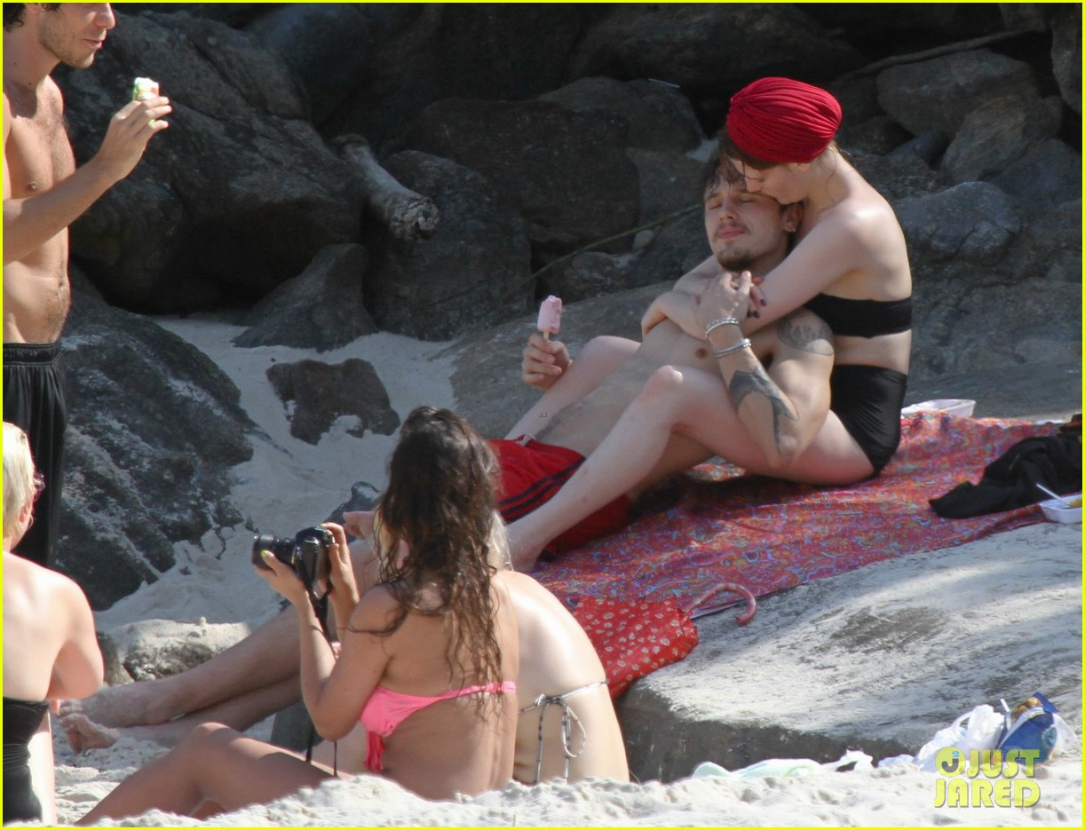 florence welch hits the beach with new boyfriend 252620133