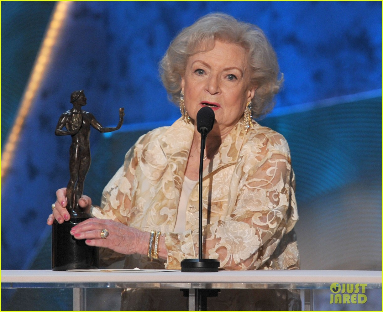 betty white jessica lange sag awards winners 042623597