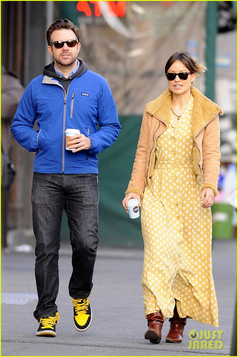 olivia wilde jason sudeikis new years day stroll 012613928