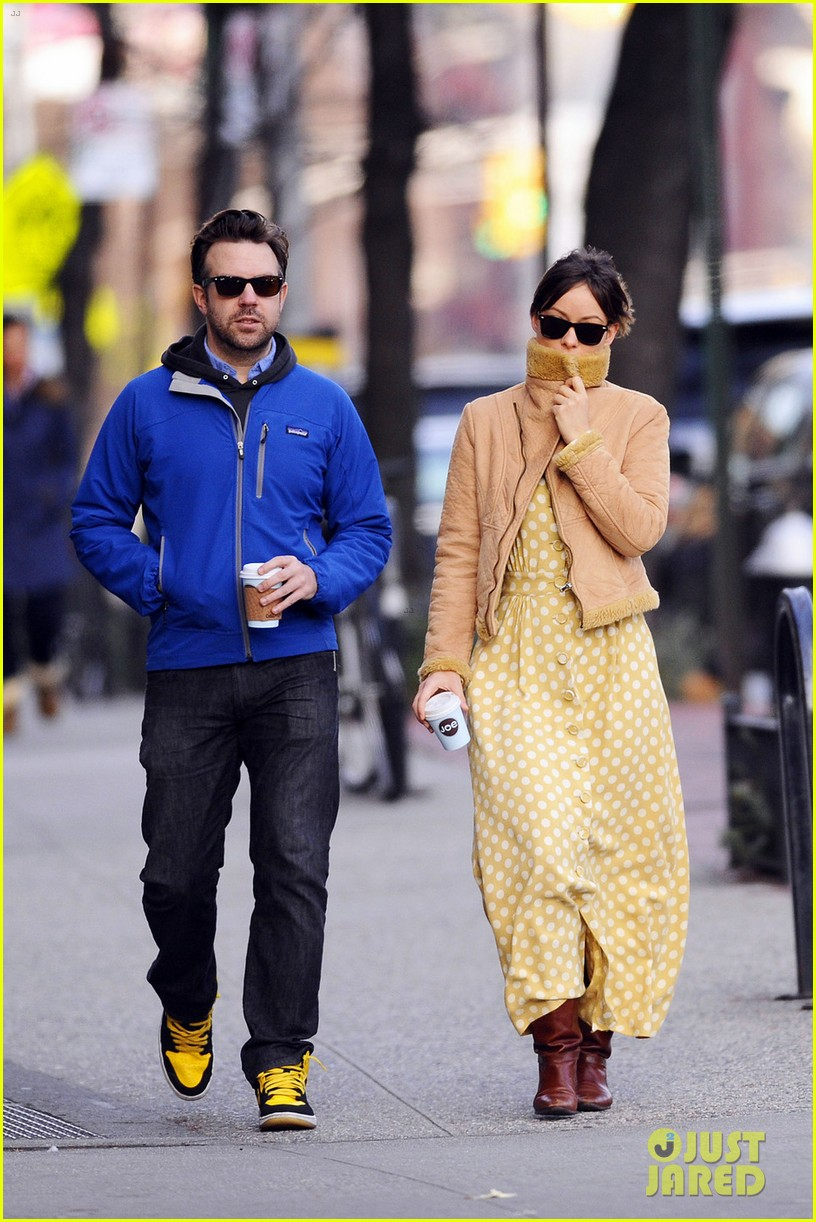 olivia wilde jason sudeikis new years day stroll 032613930