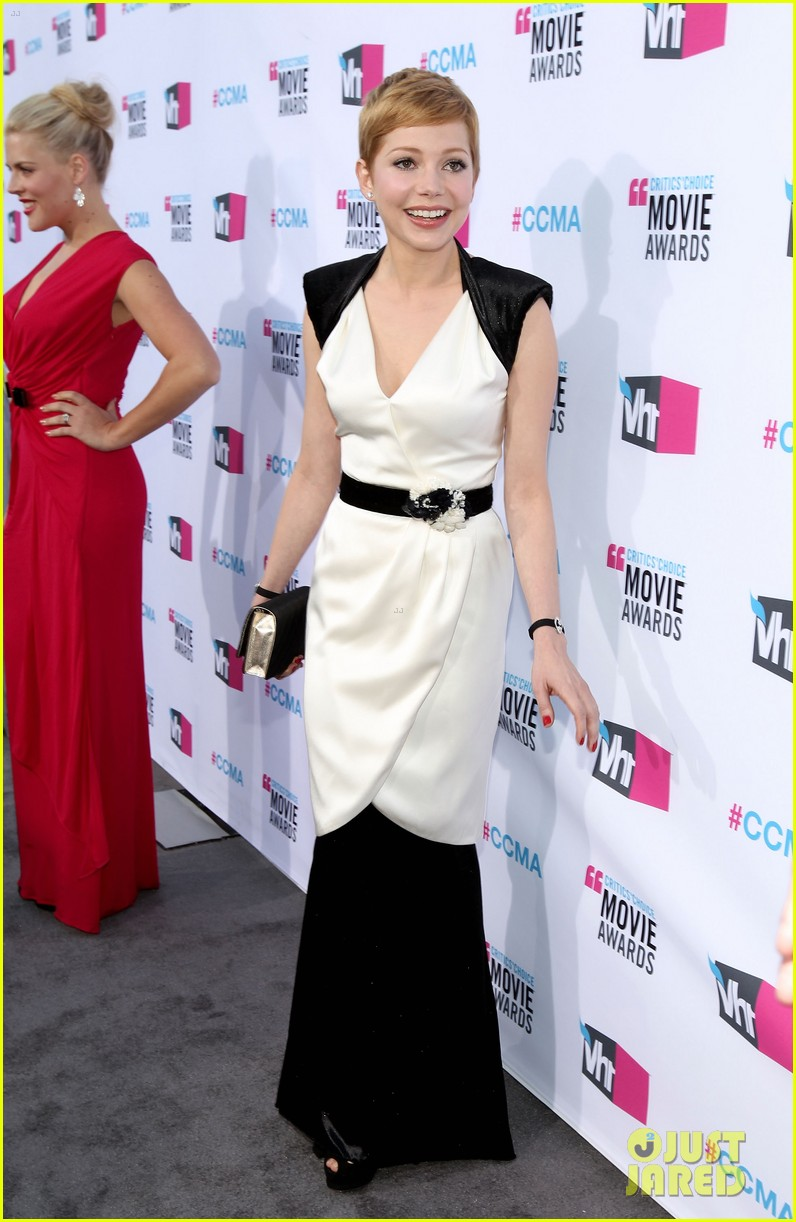 michelle williams 2012 critics choice awards 01