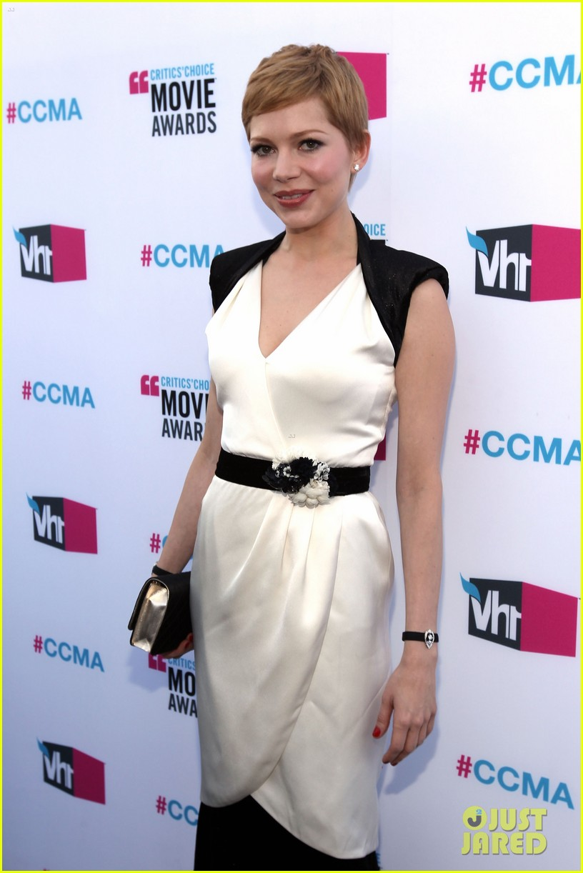 michelle williams 2012 critics choice awards 04