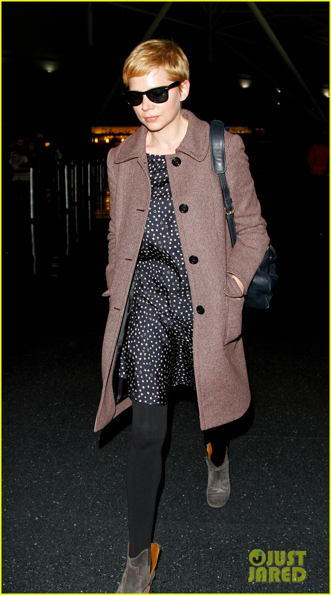 michelle williams lands nyc 042624025