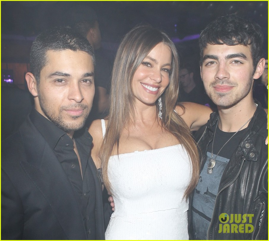 wilmer valderrama vegas new years 032613989