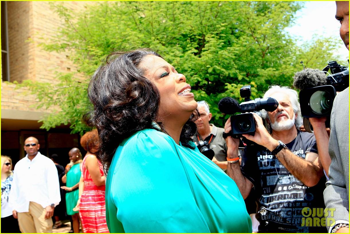 oprah winfrey leadership academy graduation 102617564
