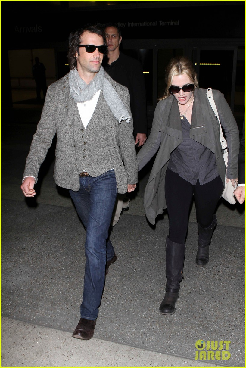 kate winslet ned rocknroll hold hands lax 042617573