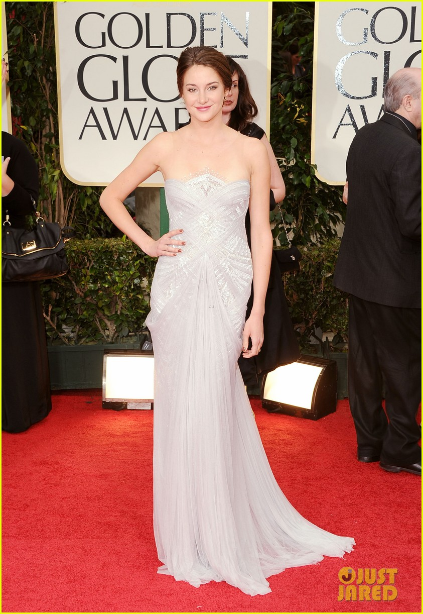 shailene woodley 2012 golden globes red carpet 022618471