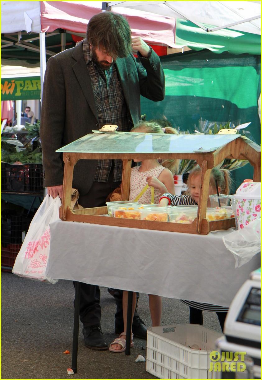 ben affleck daughters farmers market 062625816