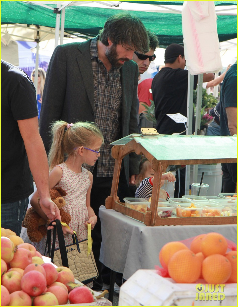 ben affleck daughters farmers market 072625817