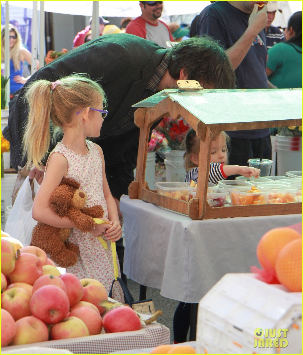 ben affleck daughters farmers market 082625818